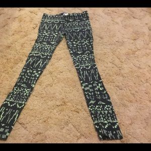 Bozzolo Black and Green Patterned Leggings